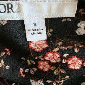 DR2 Tops - DR2 floral blouse